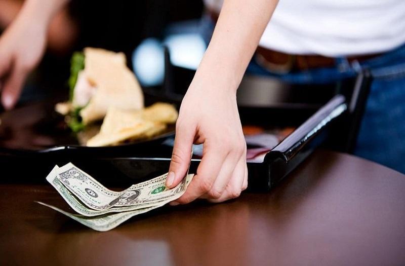 Tiền tip có quan trọng không?